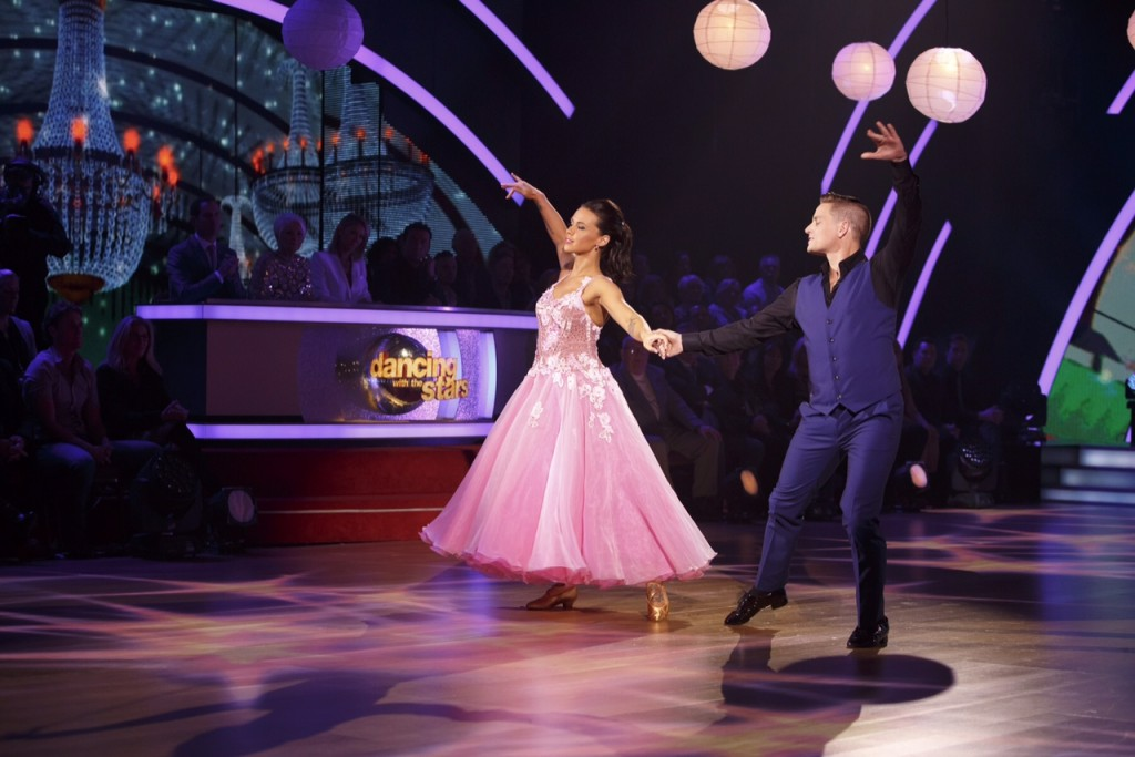 Damian & Kelly Daning the Waltz DWTS S15 E2